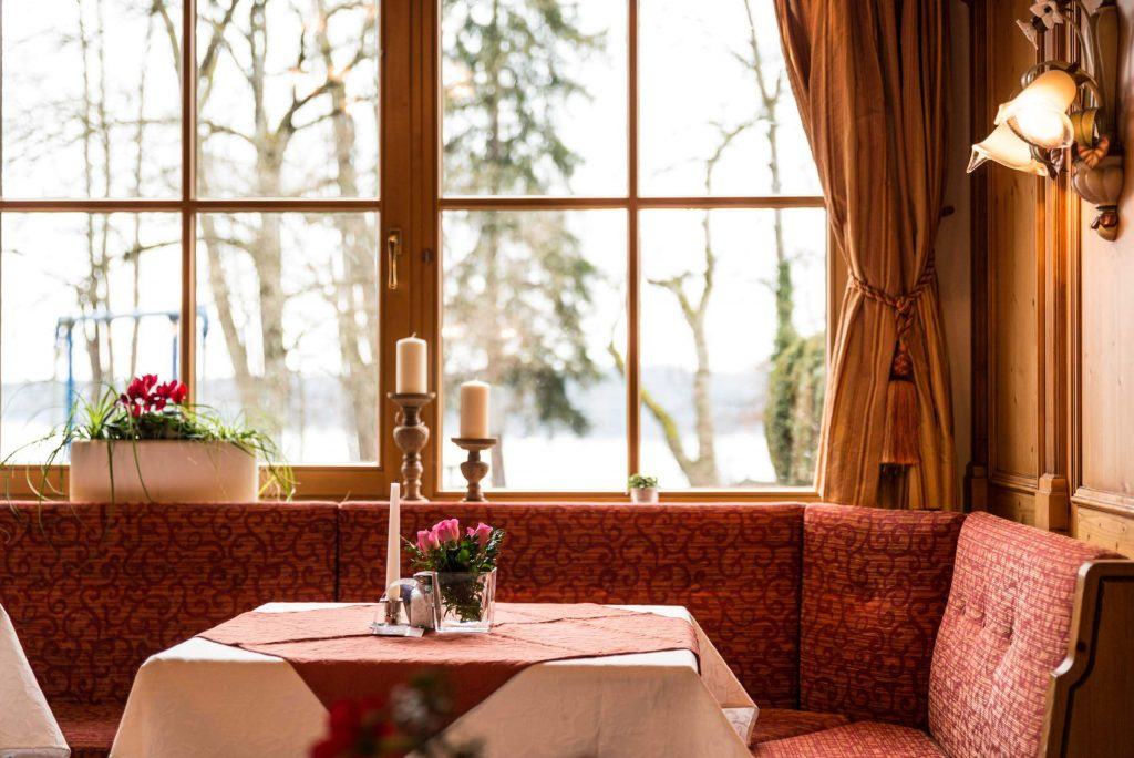 restaurant landhotel huber am see in ambach starnberger see. Black Bedroom Furniture Sets. Home Design Ideas