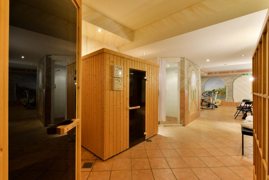 wellness sauna landhotel huber am see in ambach starnberger see. Black Bedroom Furniture Sets. Home Design Ideas